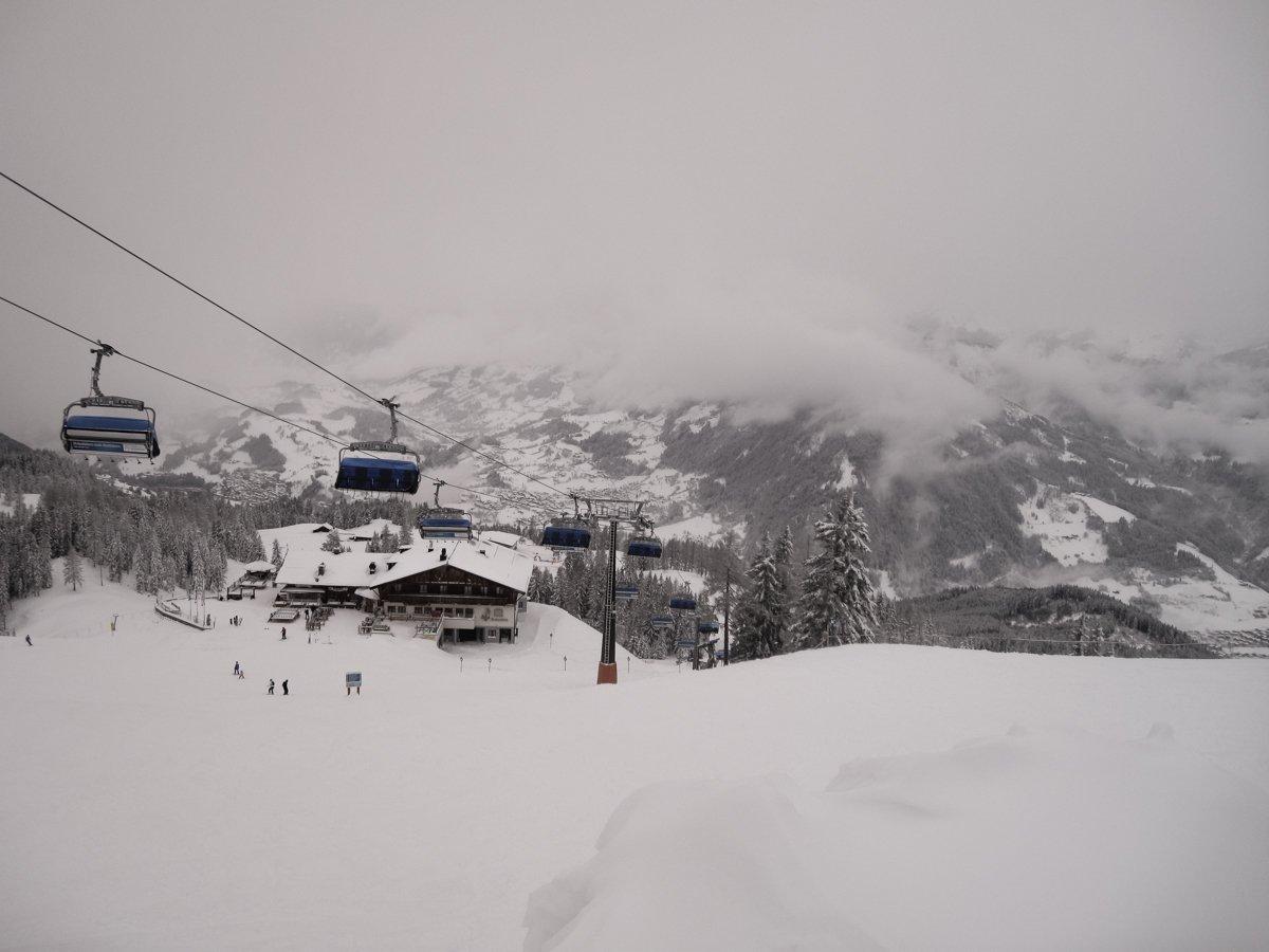 Hotelli Spa & Sporthotel Alpinan gondolit